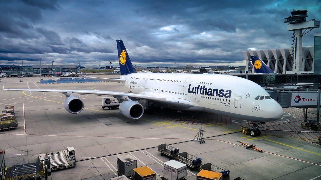 Am Flughafen Frankfurt am Main lässt sich recht günstig parken – wenn man rechtzeitig online bucht! Foto: Pixabay